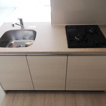 2口ガスコンロで、調理スペースもありますね。※写真は4階の同じ間取りのものです
