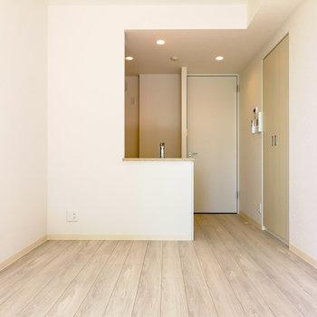 ダイニングキッチンで8.4帖ほど。 ※写真と文章は4階同間取り別部屋のものです