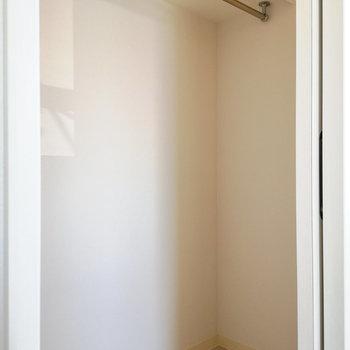 内部は少し広がって。※写真は4階同間取り別部屋のものです