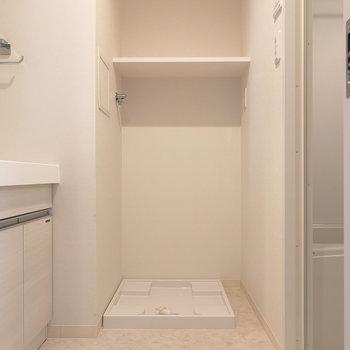 洗濯機置場もこちらに。※写真は4階の同間取り別部屋のものです