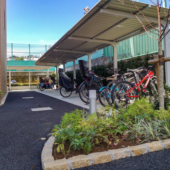 駐輪場あります。バイクも置けますよ。