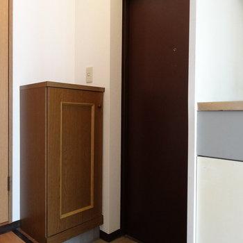 玄関は土間もしっかり!(※写真は3階の反転間取り別部屋のものです)