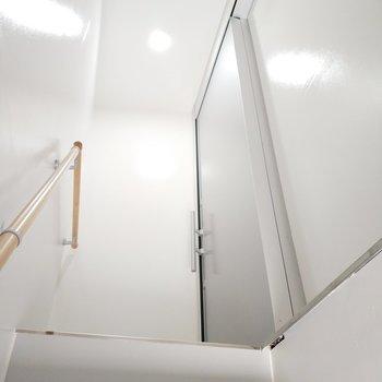 2階のお部屋で階段すぐです!
