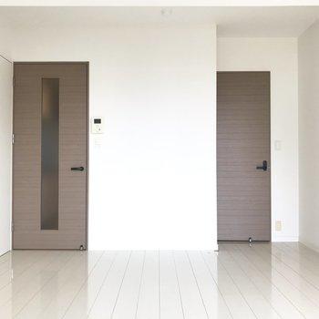 サニタリールームは一度洋室に入ってから扉を開こう(※清掃前の写真です)