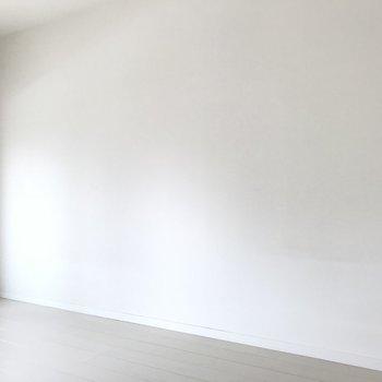 モダンな家具でもビビットカラー中具でもお好みで。