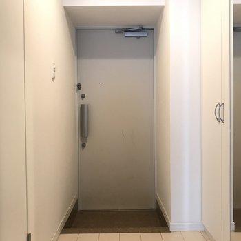 玄関扉は2重ロックになって安心ですね