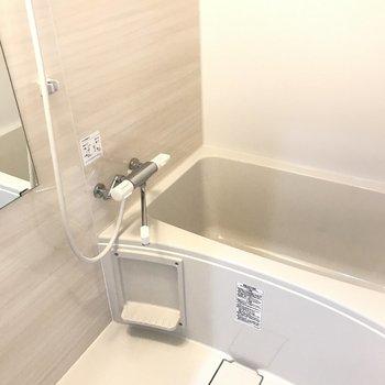 浴室もゆったりキレイで気持ちがいい!