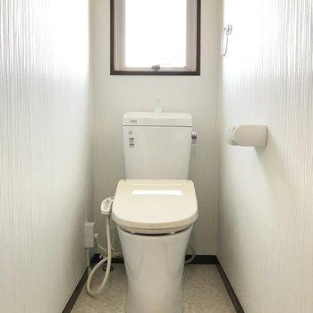 トイレも明るい〜!
