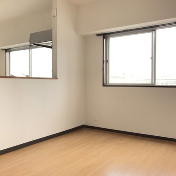 たっぷりの窓!明るい空間で気持ちも元気になれそう。