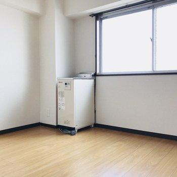 こちらはダイニングスペース。大きなテーブルもしっかり置ける広さです。