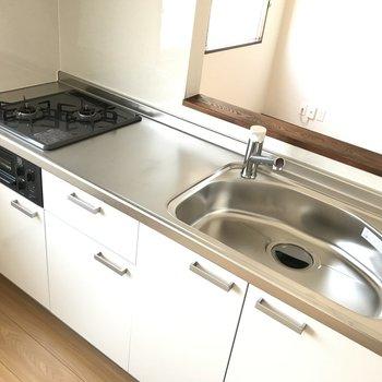 新しいキッチンは気持ちがいいなぁ。ワークトップも広々としていてお料理がしっかり楽しめそう。