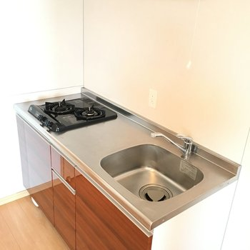 キッチンもぬかりなくかわいい。作業性も一人暮らしには十分◎