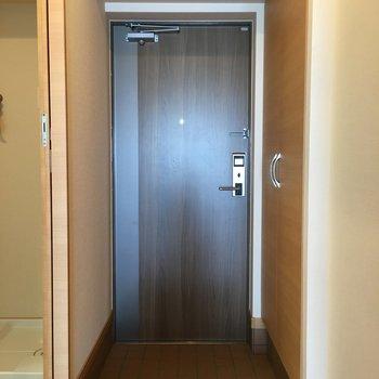 玄関はシックな感じなのがまたいいですよね。
