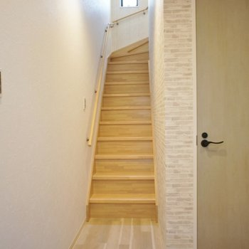 リビングへ続く階段。