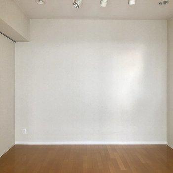 シンプルなので、家具を合わせやすい!※クリーニング前の写真です。