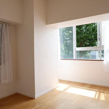 洋室は6帖と寝室に十分。