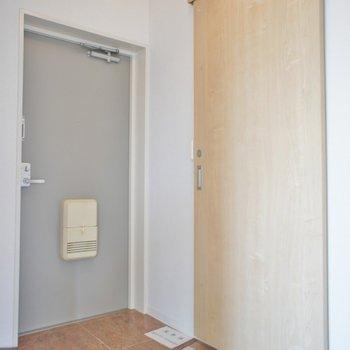玄関はこちらでシューズボックスはありません