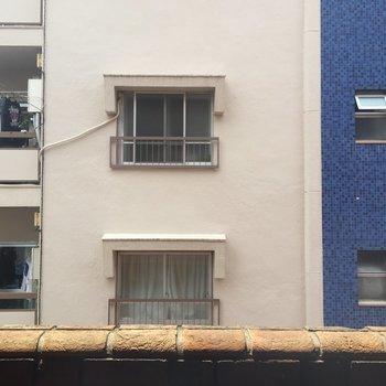 ベランダ①の眺望は…お隣さん、こんにちは〜