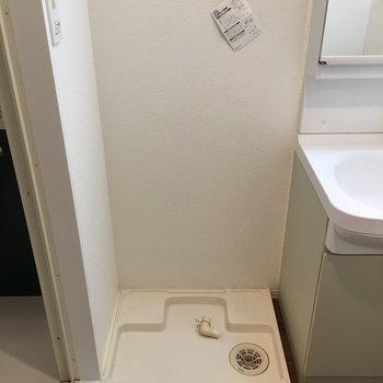 横に洗濯機置けます。(※写真は11階の別部屋のものです)