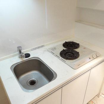 ミニキッチンみたいでかわいい〜。シンクは蓋で閉めることもできるんです※写真は同じ間取りの12階のお部屋のもの
