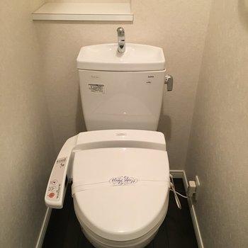 トイレはウォシュレット付き!(※写真は同じ間取りの10階のお部屋のもの)