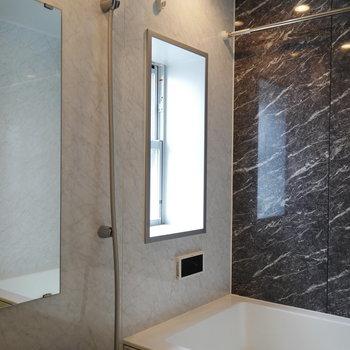 浴室は窓あって明るい!