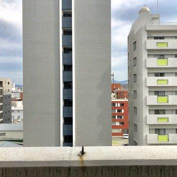 正面にはマンションでした(※写真は8階からのものです)
