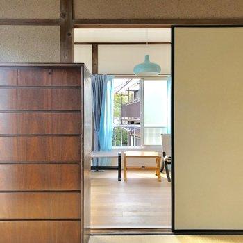 壁が庶民派な雰囲気を演出※家具はサンプルです