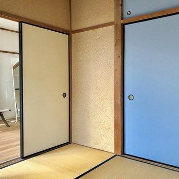 扉は、ドアと同じ色です※家具はサンプルです