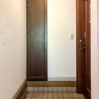 【工事前】玄関の土間部分、若干段差あります