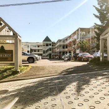 大きなホテルみたい!駐車場も敷地内にありますよ