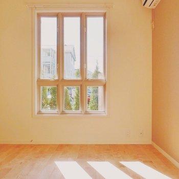別荘の窓みたいですよね◎