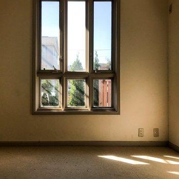 【工事前】窓が縦長でおしゃれですね◎