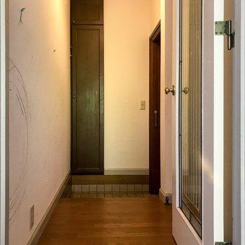 【工事前】右手側には洋室があります