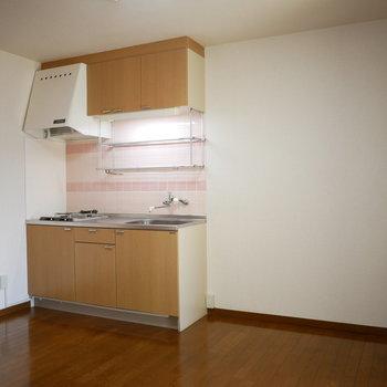 キッチンは玄関の正面の配置。