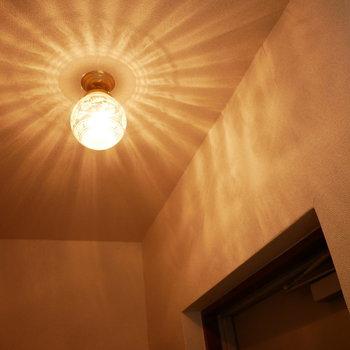 照明の影が素敵!