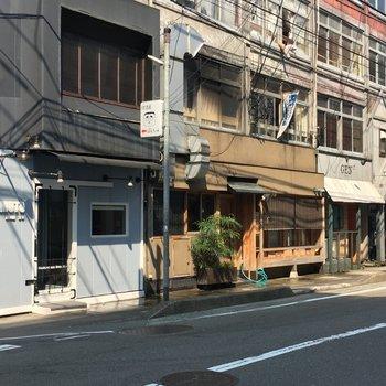 近所には飲食店がたくさん。おしゃれっぽいお店いっぱいありました。