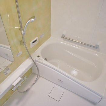 追炊きに浴室乾燥付き~。※写真は403号室のもの