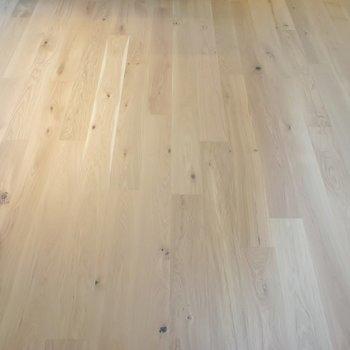素足で歩きたい無垢床。※写真は403号室のもの