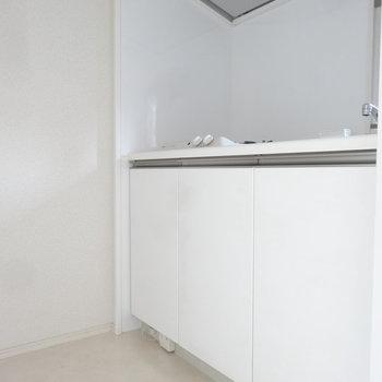 キッチンはコンパクトな空間にぴったりと。※写真は別室です