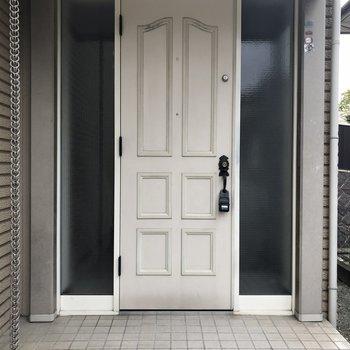 外から見た玄関扉