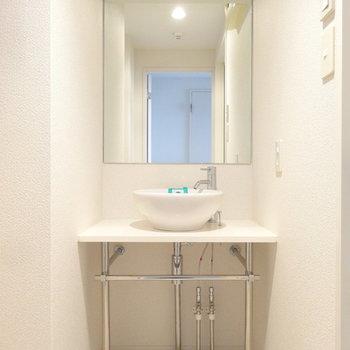 洗面もスタイリッシュで素敵なんです。※写真は別室反転です