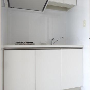 キッチンはコンパクトサイズです。※写真は別室反転です