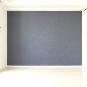 反対側は大人なグレーカラーでかっこよく。※写真は別室反転です