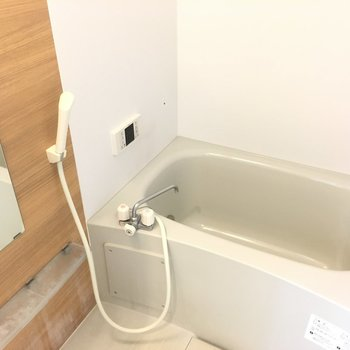 お風呂がこちら。きれい〜。