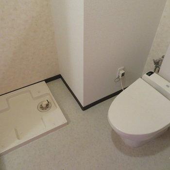 洗濯機置き場とトイレの共存