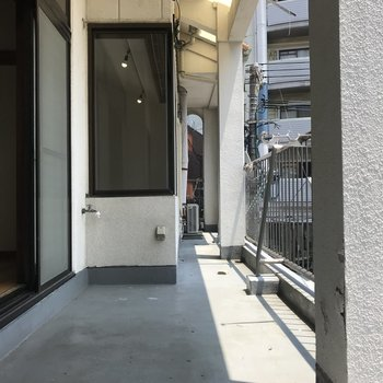 2部屋続きのバルコニー。ただ入り口は和室からのみです