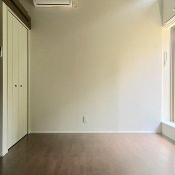 居室もゆったりしていますね〜※電気がつく前の写真です