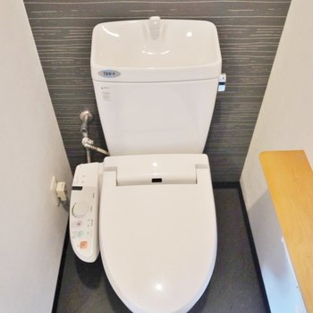 トイレはかっこいい。※写真は類似間取り別部屋のものです。