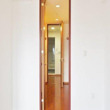 WICからバスルームに繋がってます。※写真は類似間取り別部屋のものです。